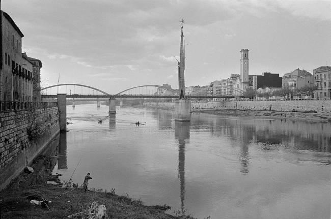 Upstream Rowers on the River Ebro